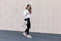 sneakers jeans outfit