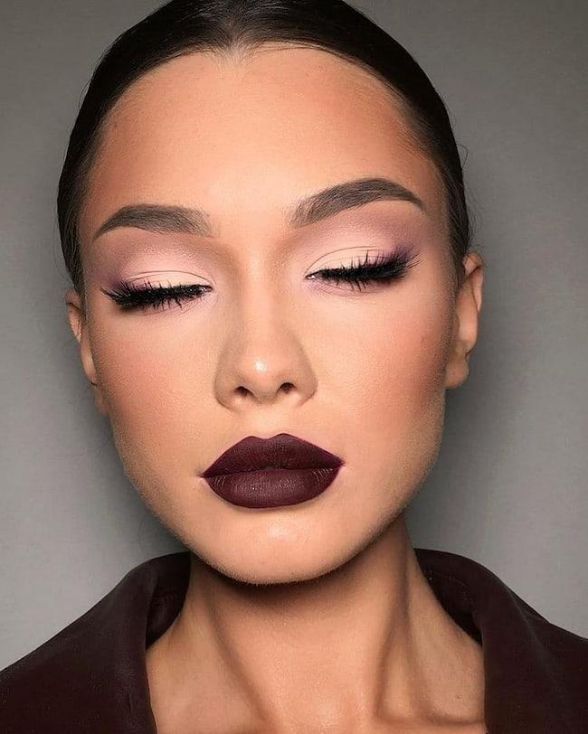 makeup-on-woman