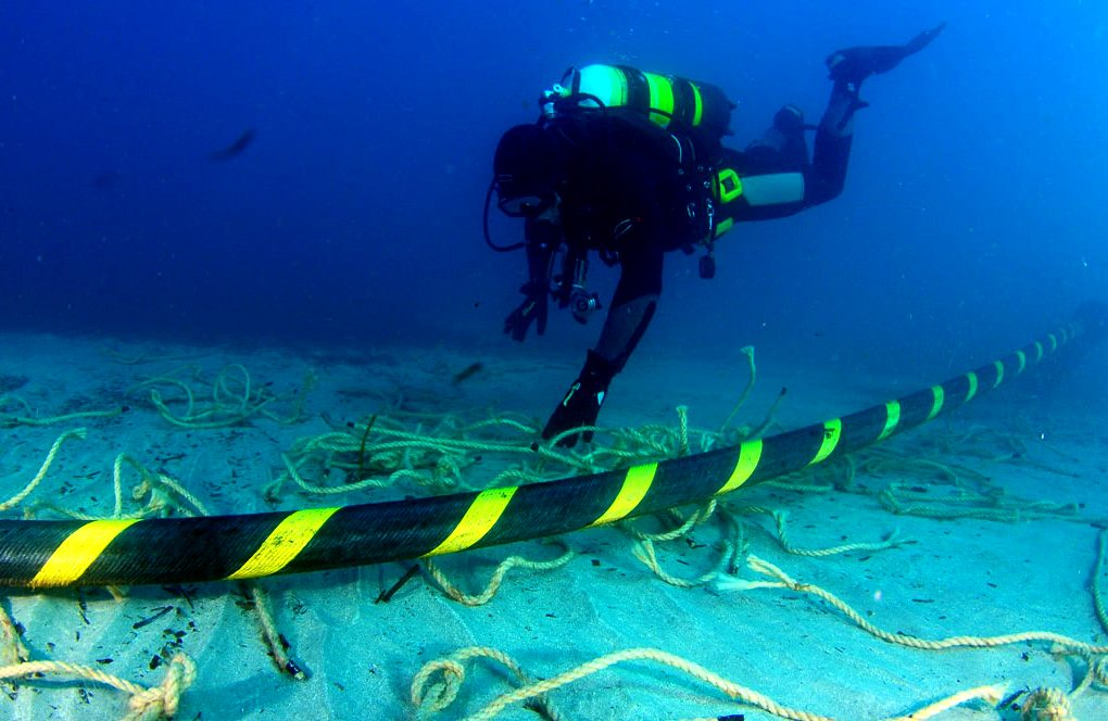 cables on the seabed that connect continents