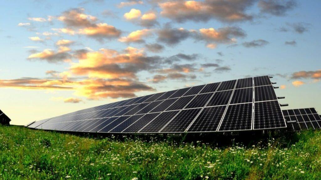 solar power help environment